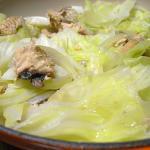 キャベツと鮭缶の蒸し煮