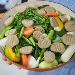 そば粉のニョッキとイノシシソーセージの蒸し野菜、安いリベラ