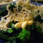 ホウレンソウと松の実とジャコのサラダ